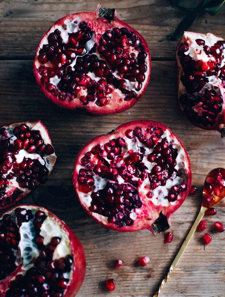 How to juice a pomegranate // Craftandcocktails.co