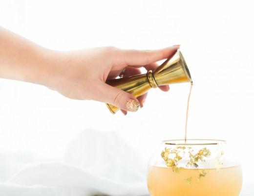 pot o'  gold cocktail // craftandcocktails.co for @jojotastic