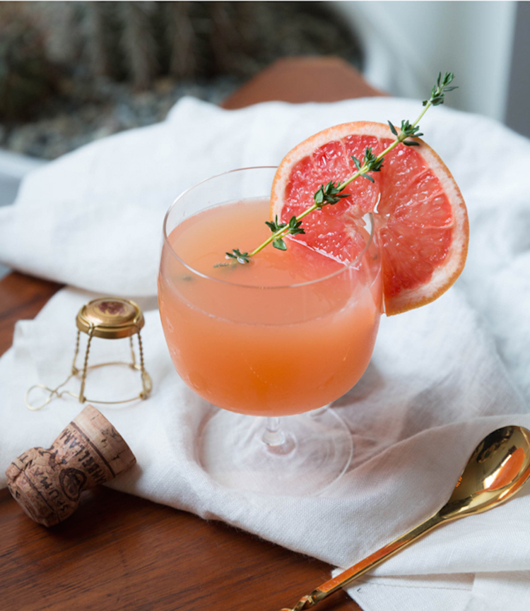 a grapefruit + lillet cocktail // Craftandcocktails.co