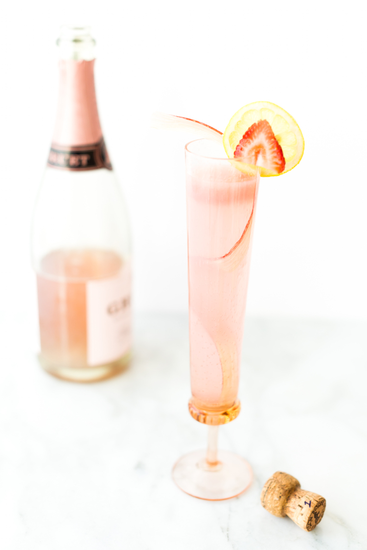 Strawberry Rhubarb Rosé Lemonade // get the recipe on Craftandcocktaills.co