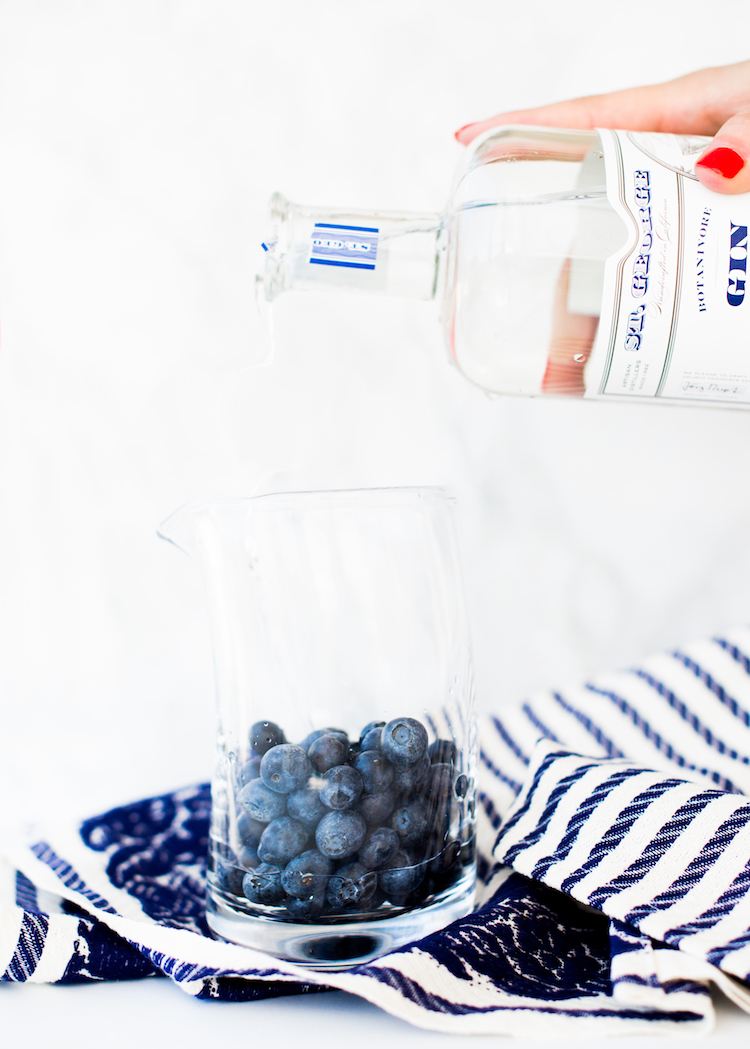 Blueberry Blackberry Infused Gin recipe // head to craftandcoctkails.co for the recipe