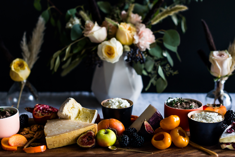 Epic Fall cheese plate for Thanksgiving // craftandcocktails.co