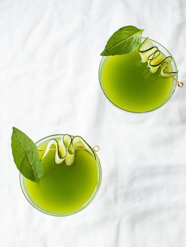 Cucumber Basil Gimlet | craftandcocktails.co