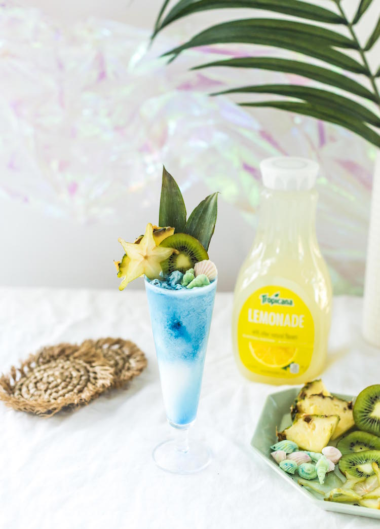 Mermaid Colada with spirulina | recipe on craftandcocktails.co