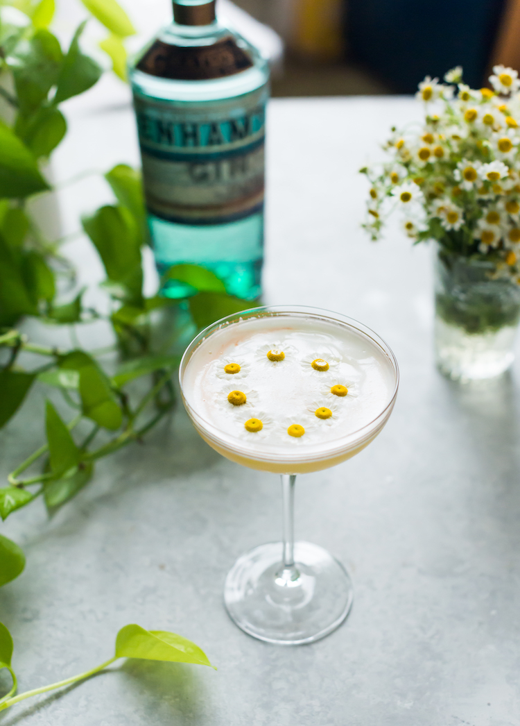 Daisy Chain cocktail with chamomile and bell pepper infused gin | recipe on Craft & Cocktails