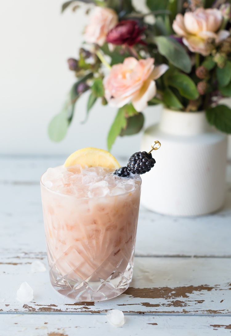 Breakfast Bramble | 21 Easy Brunch Cocktails For Your Weekend Party With Your Girlfriends