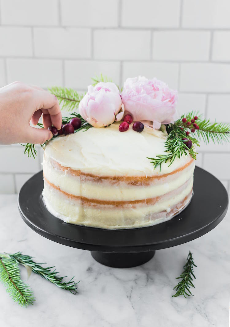 DIY Holiday Naked Cake | how to on Craft & Cocktails (craftandcocktails.co)